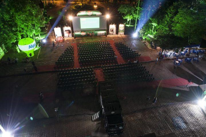 Tupaciguara e Monte Alegre de Minas recebem megaestrutura do Cine Família na Praça