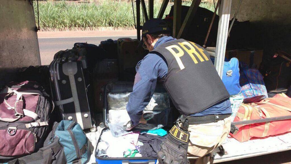 Material foi encontrado após abordagem de rotina da PRF (Foto: Polícia Rodoviária Federa (PRF)l/Divulgação)