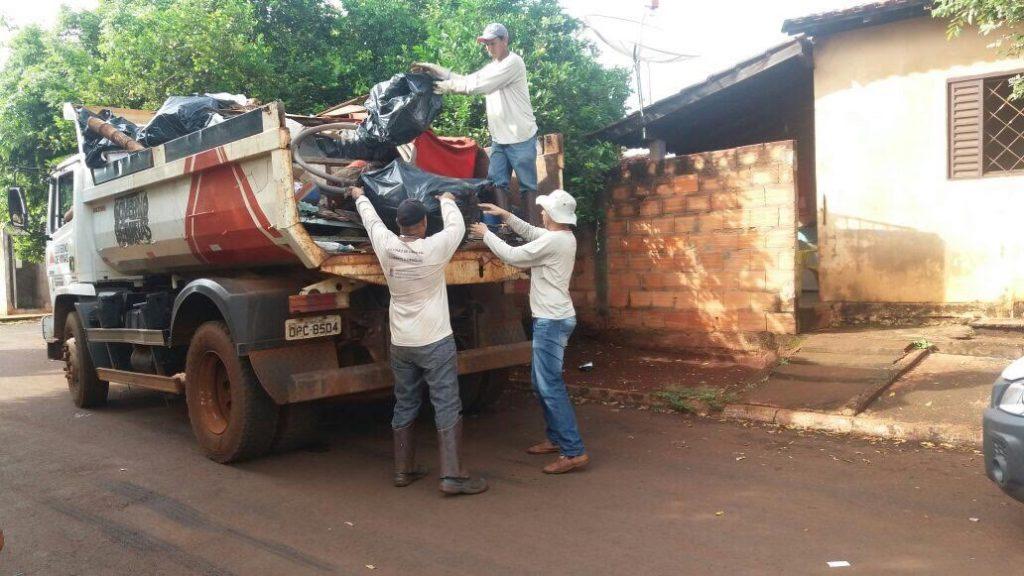 Ao todo, 76 caminhões de lixo foram removidos dos quintais das residências