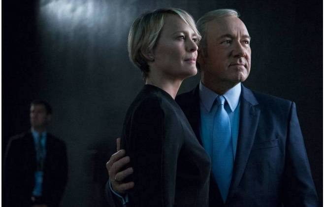 Ficção é baseado nos bastidores escusos da política norte-americana (foto: Netflix / Divulgação )