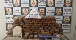 Droga e dinheiro foram apreendidos Foto: PMMG/Divulgação)