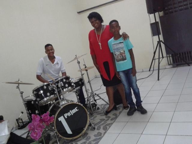 Elbia Gomes Oliveira e os filhos Josué e Julianderson estarão no maior coral de Uberlândia-MG.