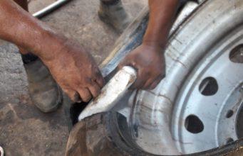 Polícia Federal encontra tabletes de cocaína escondidos em pneus de caminhão em Uberlândia — Foto: Polícia Federal/Divulgação