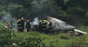 Destroços de avião que caiu em fazenda no norte de Minais Gerais - Divulgação/Bombeiros