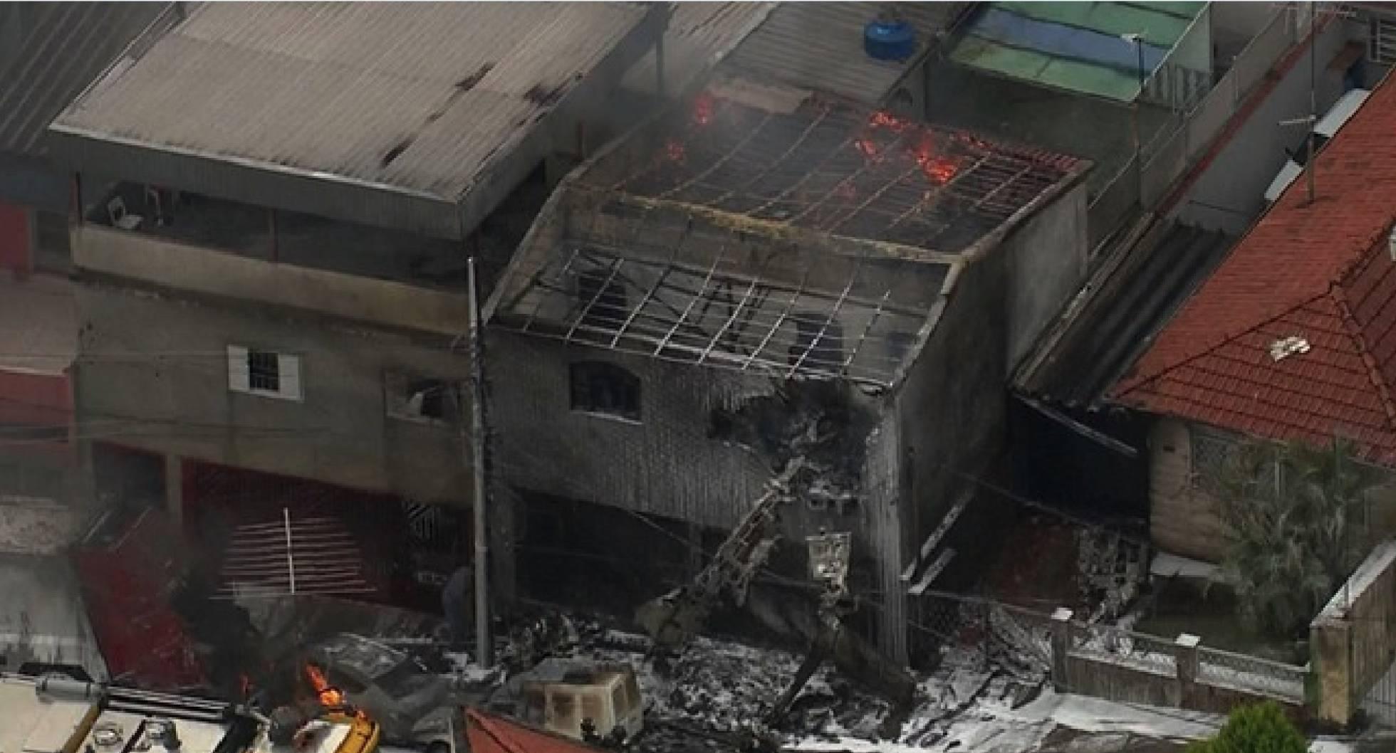 Área atingida pela queda da aeronave em São Paulo. REPRODUÇÃO / TV GLOBO
