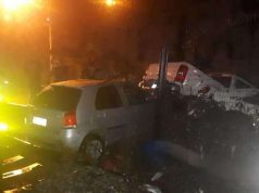 Carro onde estavam a mulher e a criança mortas afogadas em Venda Nova (foto: Corpo de Bombeiros/Divulgação )