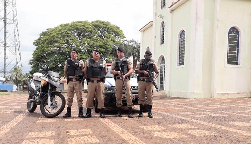 Em Ipiaçu, o lançamento da operação ocorreu na praça da igreja matriz (Foto: PMMG/Divulgação)