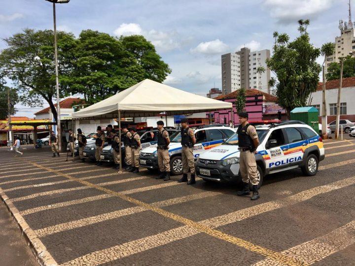 Militares lançaram a 'Operação Natalina' na praça Cônego Ângelo em Ituiutaba (Foto cedida pelo Pontal Em Foco)