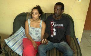 Daniela Muniz e Cássio dos Santos viveram o desconforto e a tristeza de ter o feto dentro de um pote de paçoca – Imagem: Ronie Muniz / TV Vitoriosa
