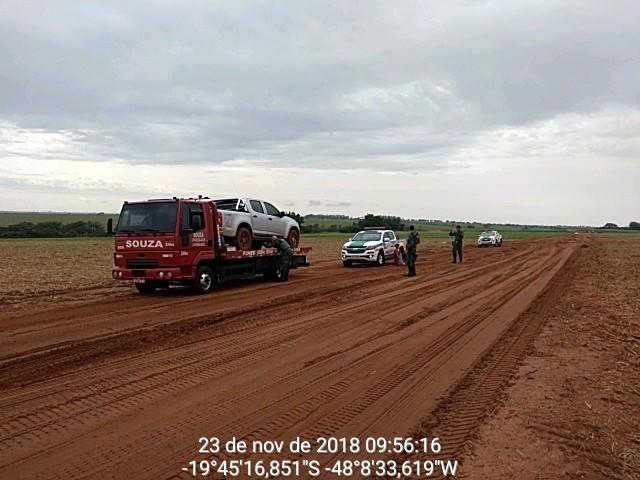 Droga estava dentro de uma caminhonete que estava sendo guinchada (Foto: PMA/Divulgação)