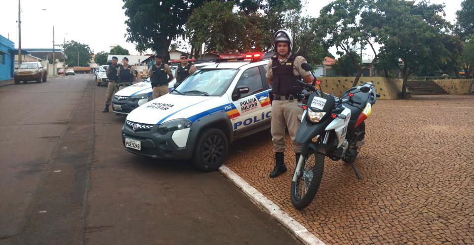 Militares de Capinópolis fizeram o lançamento da operação na Praça João Moreira de Souza (Foto: PMMG/Divulgação)