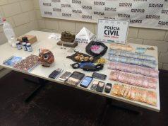 Drogas e grande quantia em dinheiro foram apreendidas durante operação policial em Uberaba — Foto: Polícia Militar/Divulgação