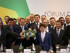 O presidente eleito Jair Bolsonaro posa com governadores eleitos e reeleitos - Marcelo Camargo/Agência Brasil