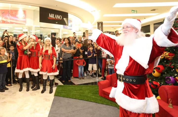 Papai Noel é recebido no Center Shopping Uberlândia com muita emoção