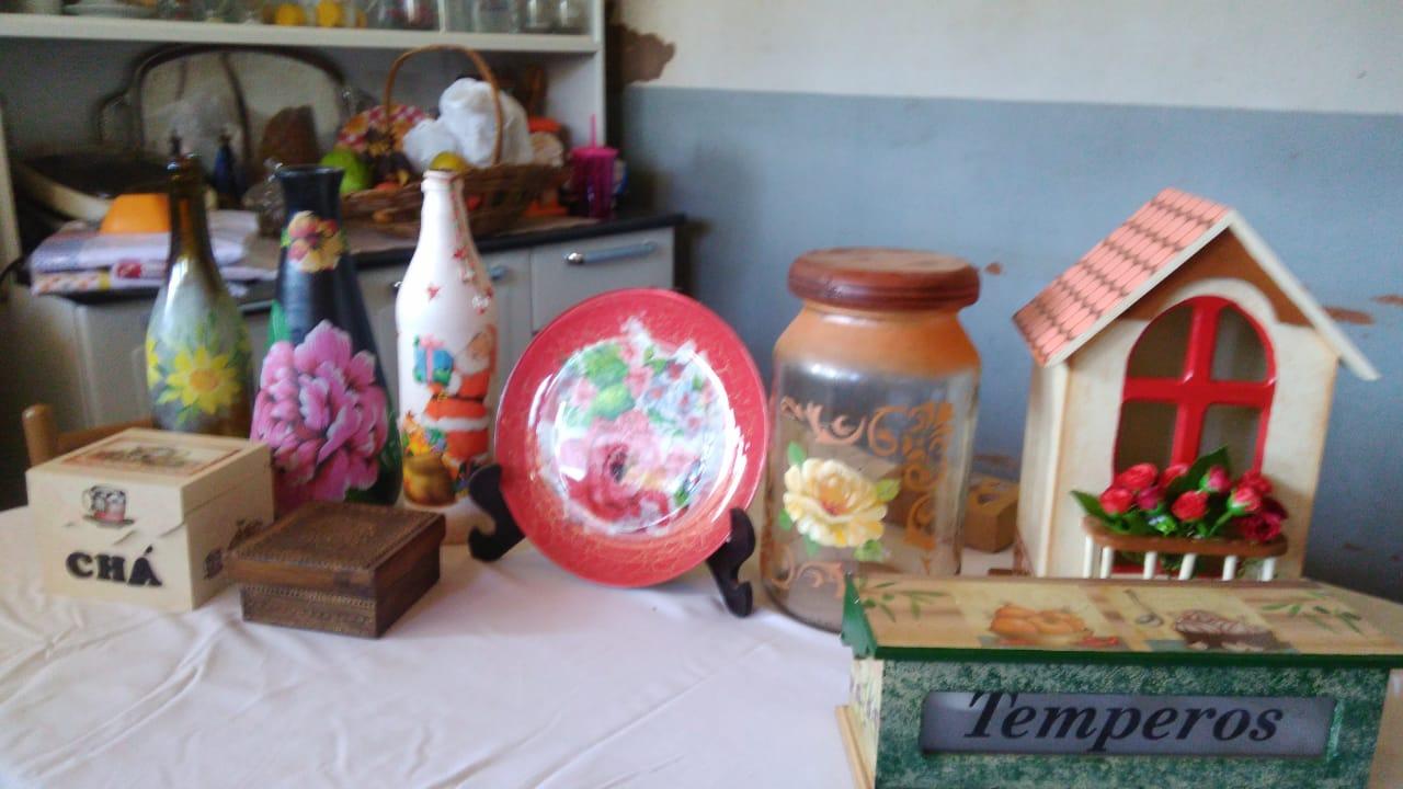 Panos de prato e sabonetes artesanais (Foto: Divino Construtor)