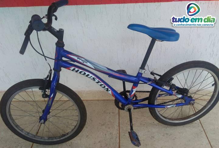 Após ter a bicicleta furtada, criança teria adoecido. O retorno da bicicleta foi festejado pela criança