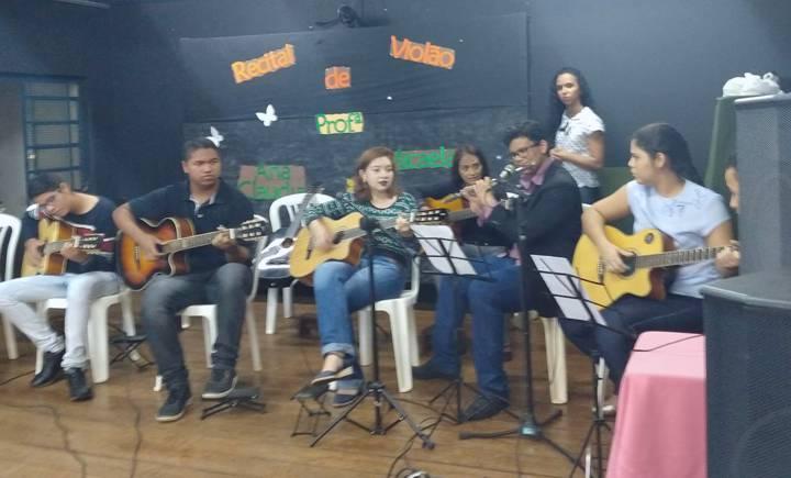 Alunos na escola de Música Vicente de Paula Fontoura (Foto: Divulgação)