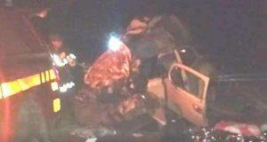 Batida entre Fusca e ônibus foi frontal e aconteceu por volta das 1h deste domingo (foto: Reprodução/WhatsApp)