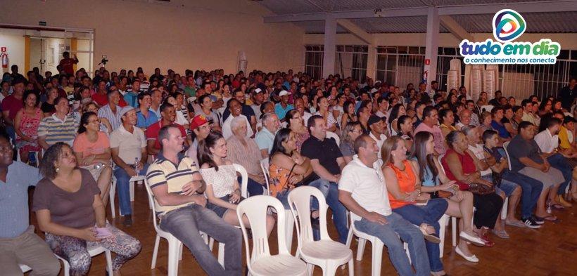 Um grande público foi ao Capinópolis Clube para assistir ao espetáculo com Nilton Pinto e Tom Carvalho (Foto: Paulo Braga/Tudo Em Dia)