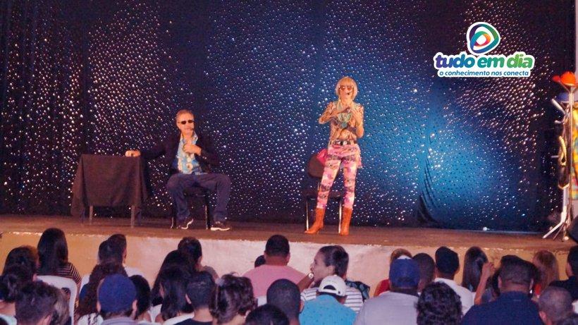 Tom Carvalho (esq) interpreta um delegado e Nilton Pinto a prostituta (Foto: Paulo Braga/ Tudo Em Dia)