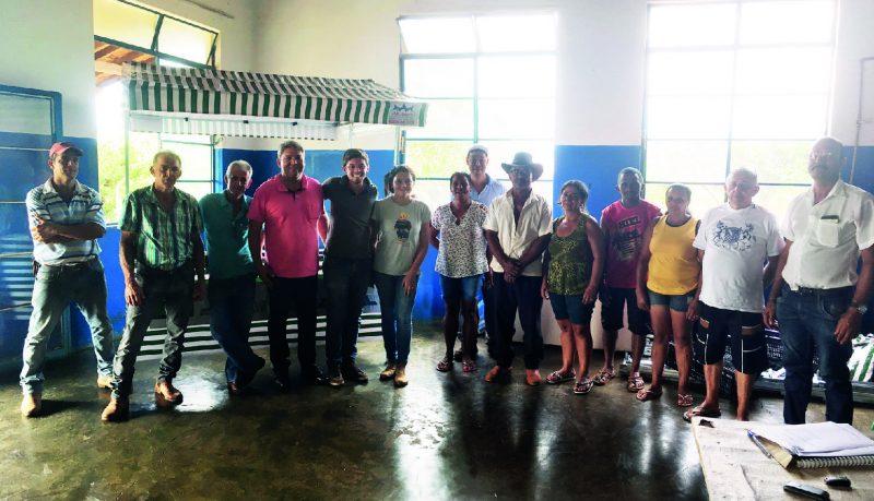 Entrega de barraca a feirantes de Capinópolis (Foto: Divulgação)