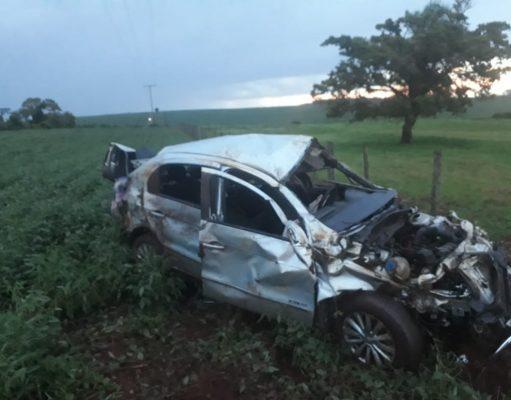 Acidente deixou o veículo totalmente destruído
