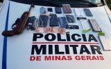Materiais foram recuperados pela Polícia. A arma de fogo utilizada no assalto foi apreendida (Foto: PMMG/Divulgação)