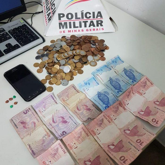 Material apreendido no bairro Maria Vilela em Ituiutaba (Foto: PMMG/Divulgação)