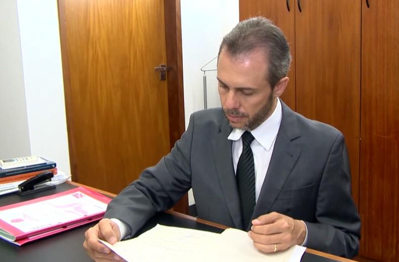 O juiz Federal Alexandre Henry Alves, da vara Federal Cível e Criminal de Ituiutaba (Foto: Reprodução/Tv Globo)