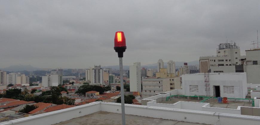 'Luz Piloto' em prédio na cidade de Ituiutaba durante fiscalização (Foto: Bombeiros/Divulgação)