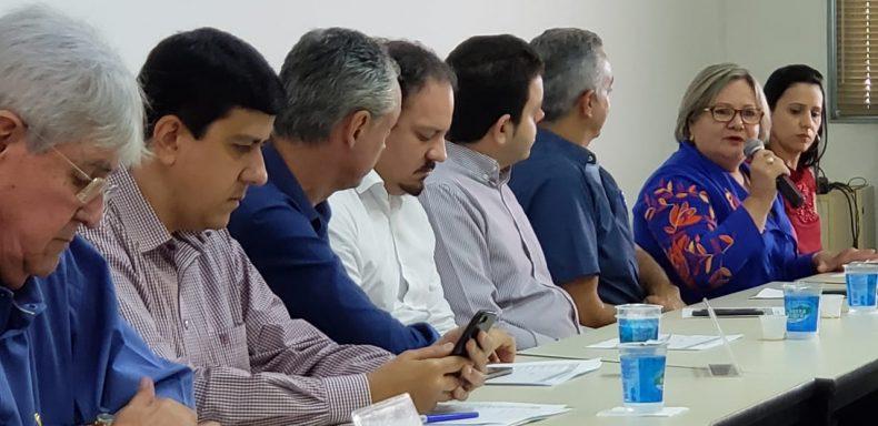 (dir) Iracilda Duarte expõem opinião durante a reunião na AMVAP