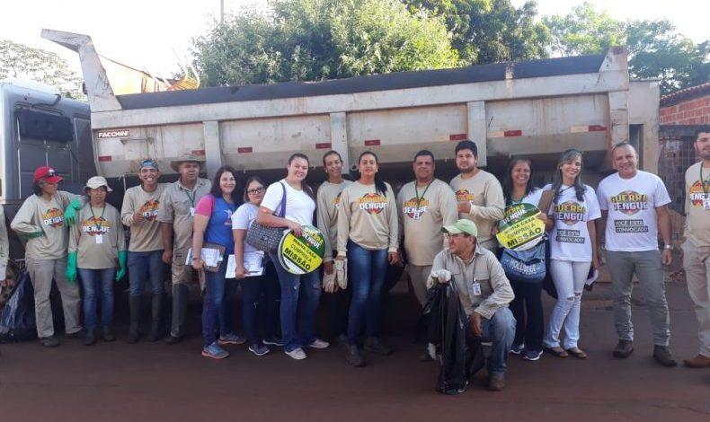 Mutirão contra a dengue retira caminhões de entulhos