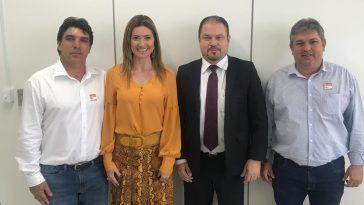 (Esq) Cleidimar Zanotto, Deputada Greyce de Patrocínio, o assessor do Ministro da Saúde Dr.Francisco e Leandro Luiz (Foto: Divulgação)