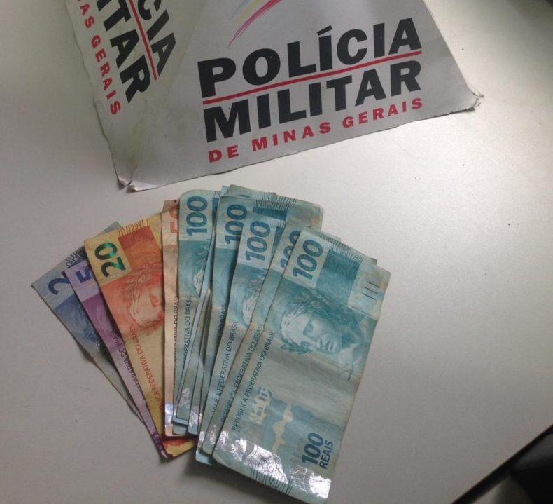 Todo o dinheiro foi recuperado pela polícia (Foto: PMMG/Divulgação)