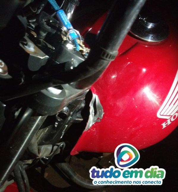Moto foi atingida por um dos disparos (PMMG/Divulgação)