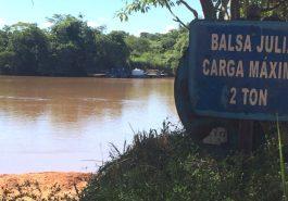 Balsa interditada (Foto: Comunicação Sem Fonteiras)