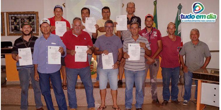 Caminhoneiros pedem revogação do decreto que proíbe o trânsito de caminhões pelo bairro Ideal (Foto: Paulo Braga/Tudo Em Dia)