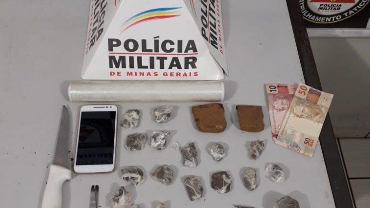 Materiais apreendidos como o suspeito (Foto: PMMG/Divulgação)