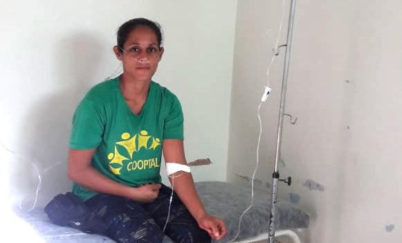 Quelita Maria de Souza foi hospitalizada após inalar o veneno