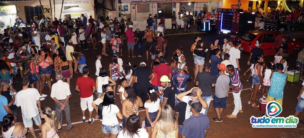 Encontro de som automotivo reuniu centenas de pessoas (Foto: Paulo Braga/Tudo Em Dia)