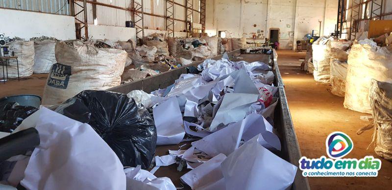 O frasco do veneno foi encontrado na esteira de seleção de materiais (Foto: Paulo Braga / Tudo Em Dia)