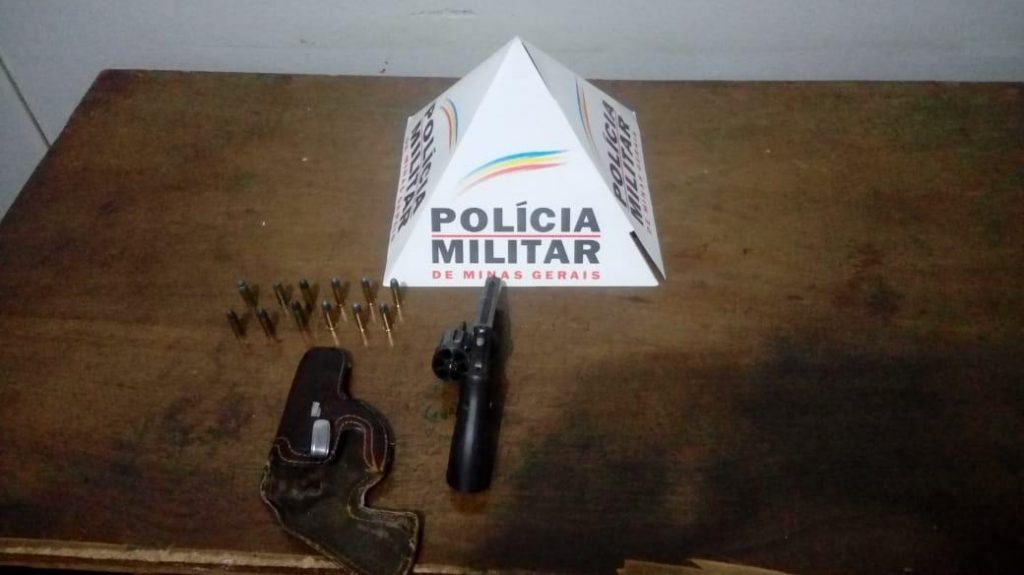 Arma de fogo apreendida (Foto: PMMG)