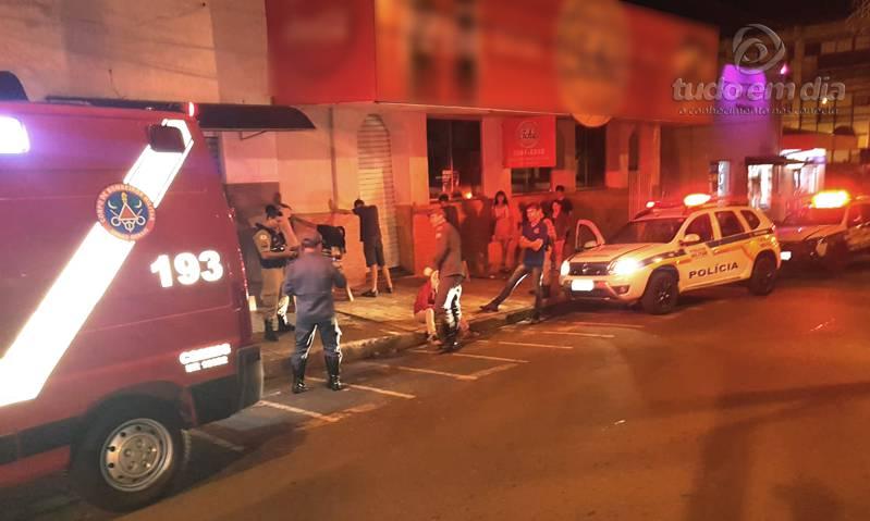 Suspeitos foram abordados pela PM (Foto: Bombeiros/Divulgação)