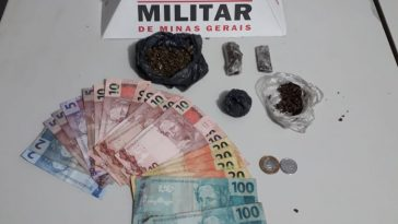 Drogas e dinheiro apreendidos pela PM em Ituiutaba (Foto: PMMG/Divulgação)