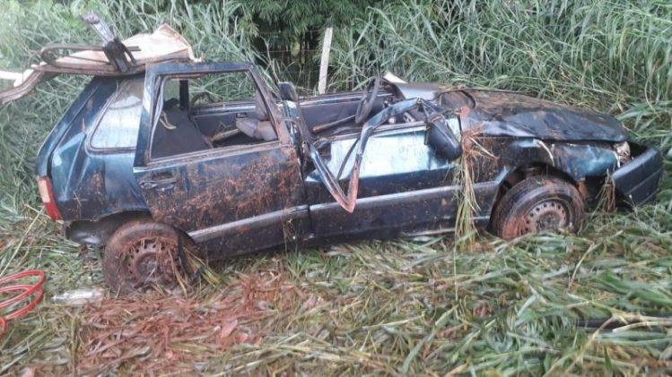 Motorista foi lançado do veículo (Foto: Bombeiros/Divulgação)