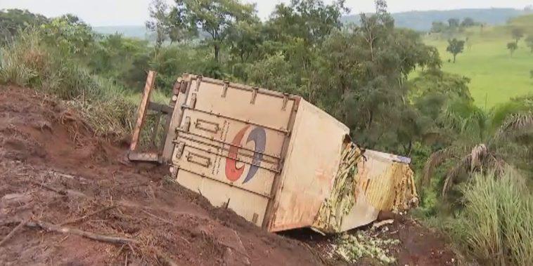Motorista morreu em acidente envolvendo o caminhão que conduzia (Foto: Tv Integração)
