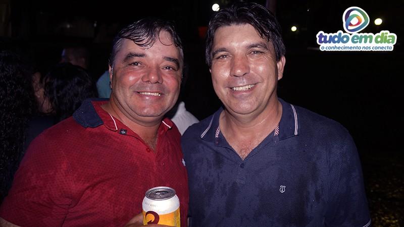 O prefeito Cleidimar Zanotto (direita) interagiu com foliões (Foto: Paulo Braga/Tudo Em Dia)