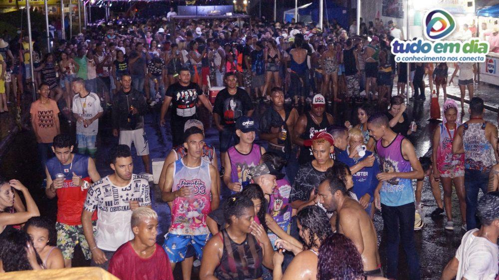 Um grande público compareceu à primeira noite de carnaval em Capinópolis (Foto: Paulo Braga/Tudo Em Dia)