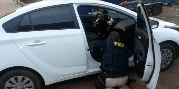 Veículo clonado tinha placas aparente de Itumbiara/GO. (Foto: PRF/Divulgação)