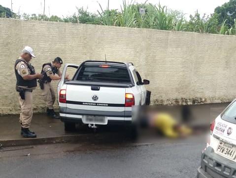 Condutor e passageiro foram arrastados pelo veículo
